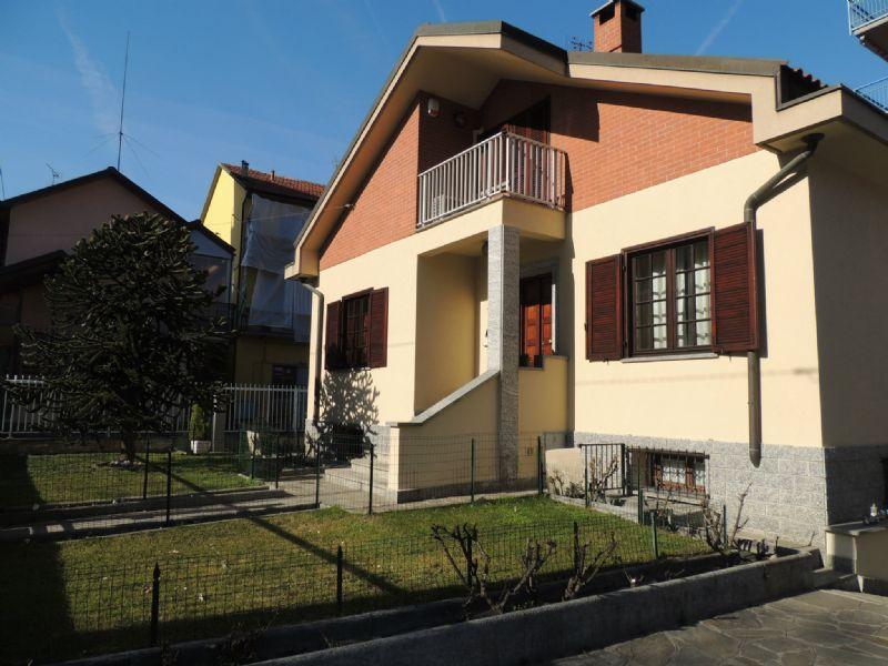 Villa in vendita a Collegno, 8 locali, prezzo € 439.000 | Cambio Casa.it