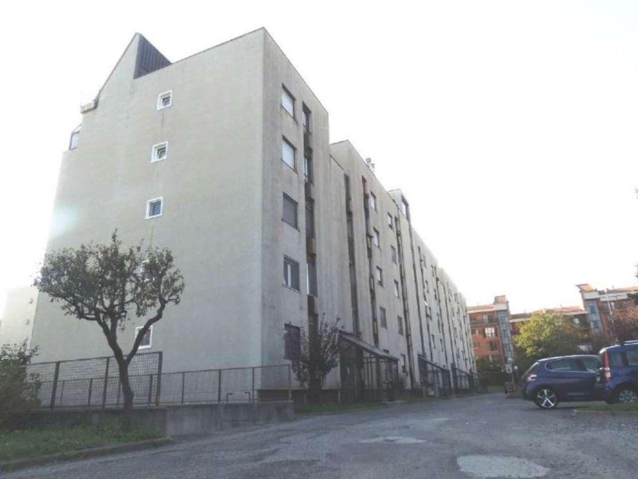 Bilocale Collegno Via Parri 11