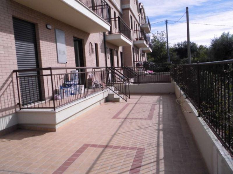 Appartamento in vendita a Vasto, 3 locali, prezzo € 105.000 | Cambiocasa.it