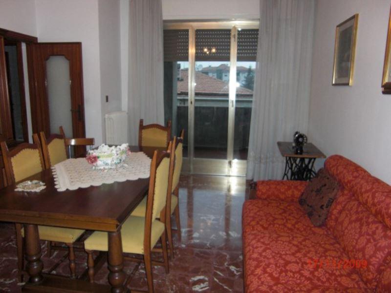 Appartamento in vendita a Vasto, 6 locali, prezzo € 114.000 | Cambiocasa.it
