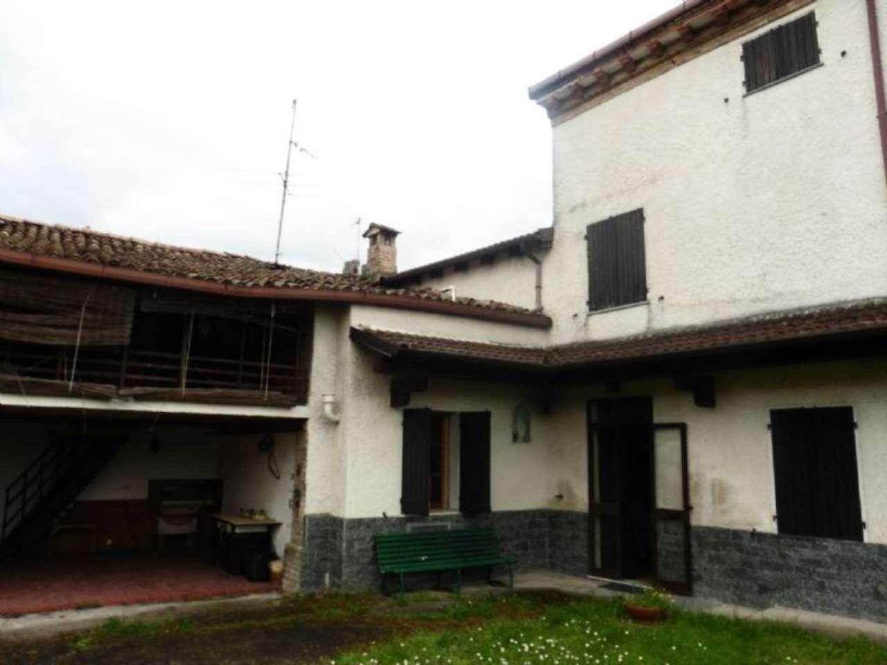 Rustico / Casale in vendita a Montemarzino, 9 locali, prezzo € 60.000 | CambioCasa.it