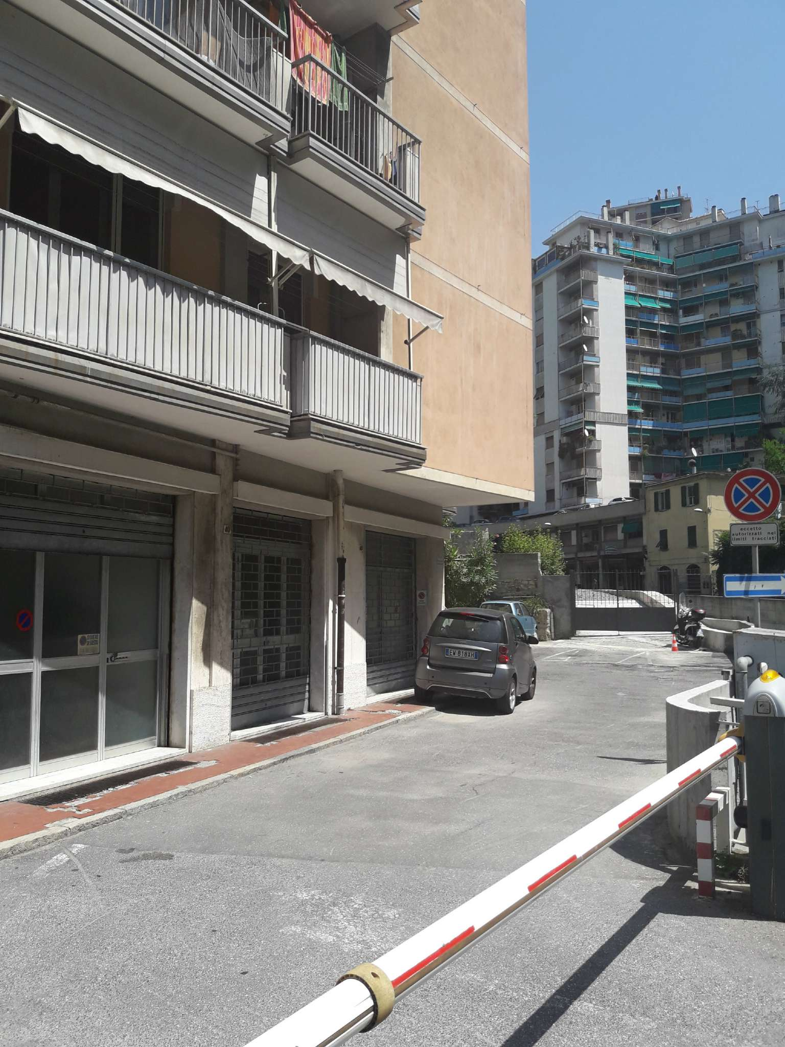 Magazzino in affitto a Genova, 2 locali, zona Zona: 5 . Marassi-Staglieno, prezzo € 250   CambioCasa.it