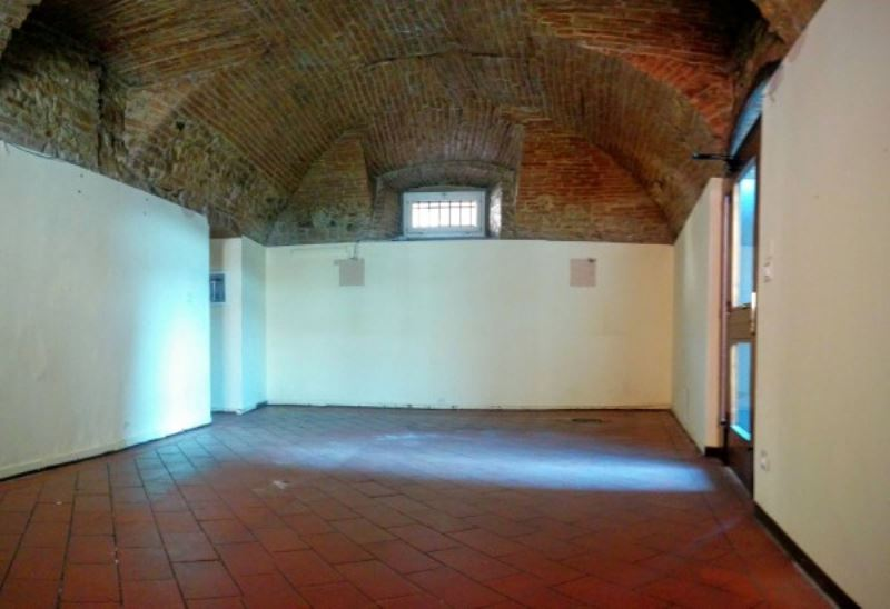 Negozio / Locale in affitto a Cellatica, 3 locali, prezzo € 850   Cambio Casa.it