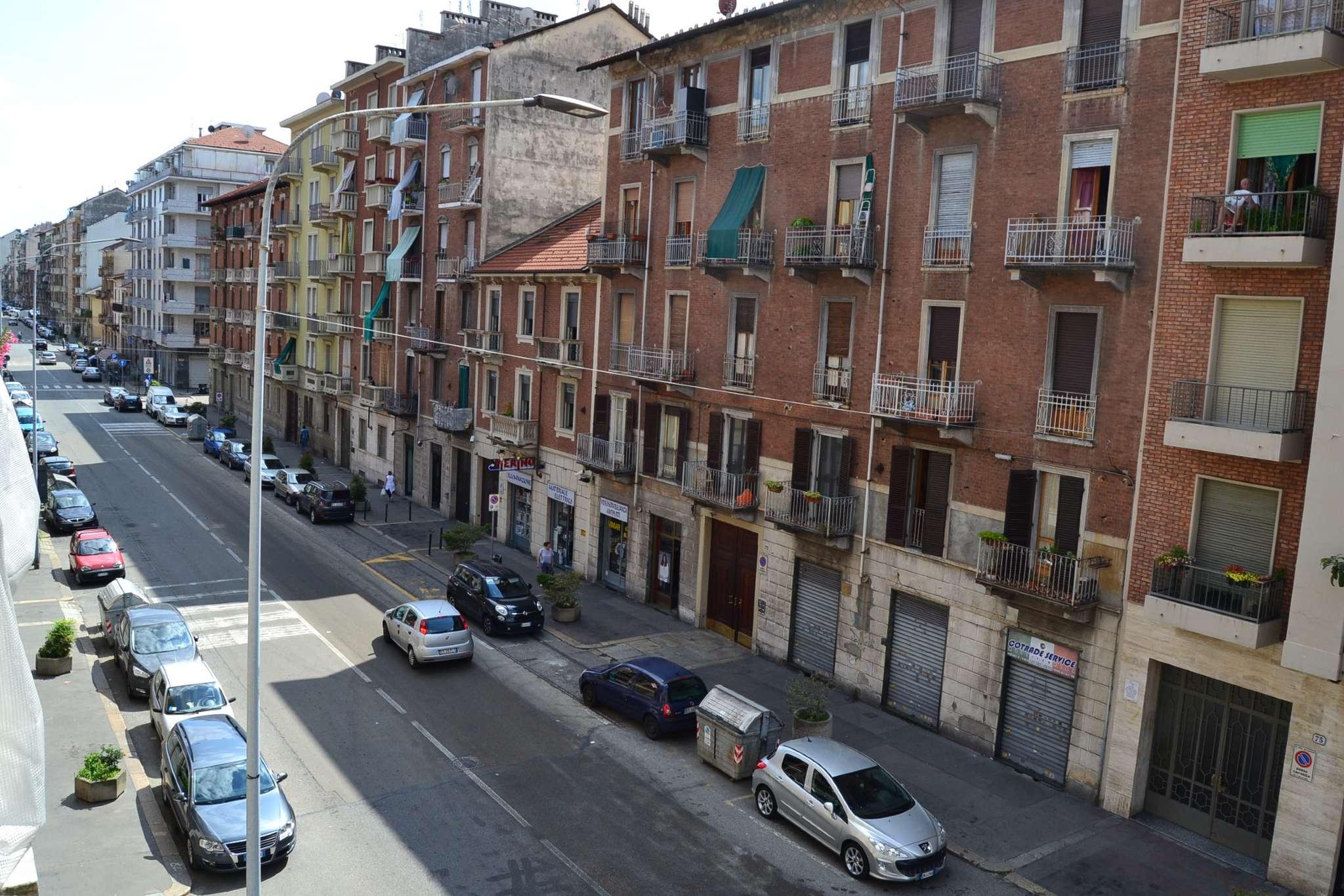 Immagine immobiliare Via Renato Martorelli, in zona ben servita ricca di attività commerciali e mezzi pubblici (STAZIONE REBAUDENGO-FOSSATA) con i quali si può raggiungere comodamente il centro di Torino ed i poli universitari, in stabile d'epoca...