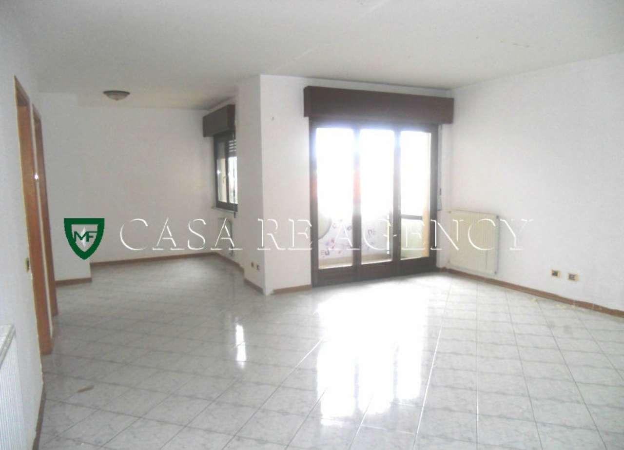 Appartamento in affitto a Arcisate, 4 locali, prezzo € 600 | CambioCasa.it