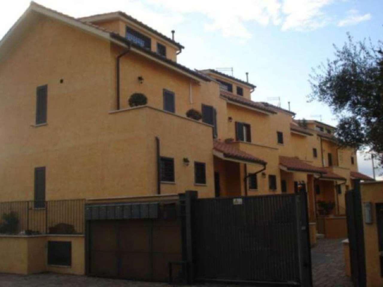 Appartamento in vendita a Fara in Sabina, 3 locali, prezzo € 135.000 | Cambio Casa.it