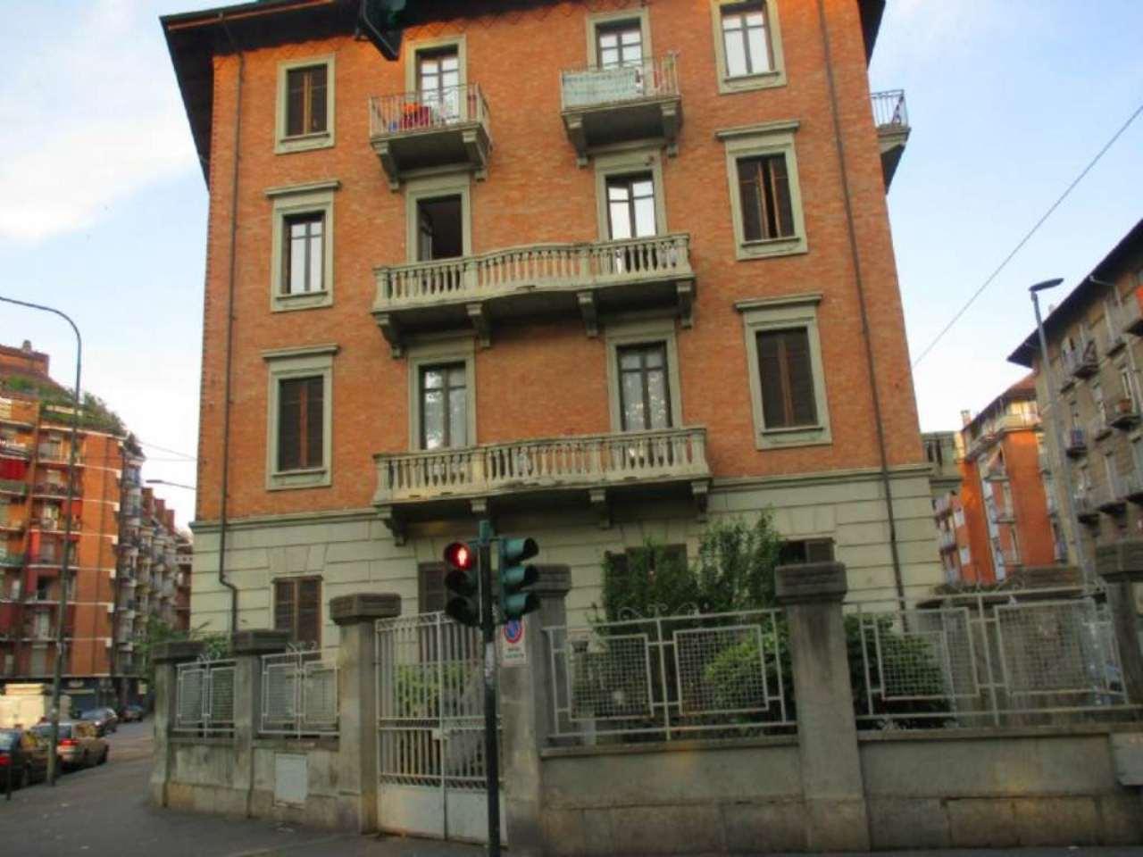 Palazzo / Stabile in vendita a Torino, 40 locali, zona Zona: 12 . Barca-Bertolla, Falchera, Barriera Milano, Corso Regio Parco, Rebaudengo, Trattative riservate | Cambio Casa.it