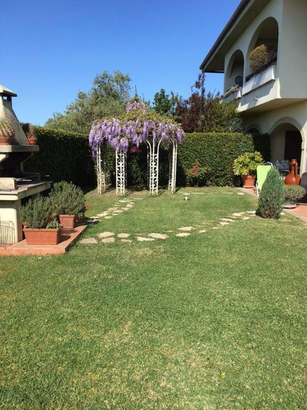Villa Bifamiliare in vendita a Bracciano, 6 locali, prezzo € 320.000 | Cambio Casa.it
