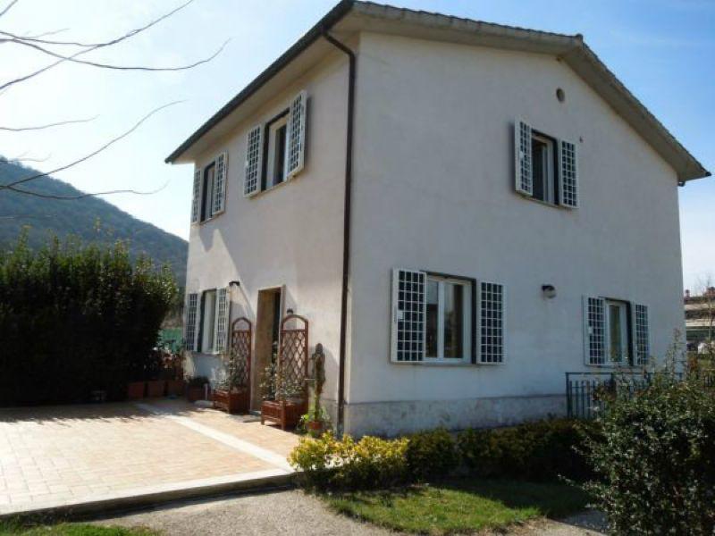 Villa a Schiera in vendita a Scandriglia, 7 locali, prezzo € 189.000 | Cambio Casa.it
