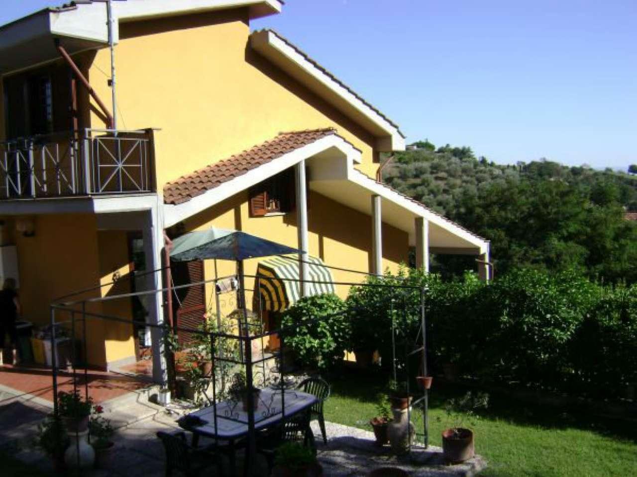 Villa Bifamiliare in Vendita a Castelnuovo di Porto