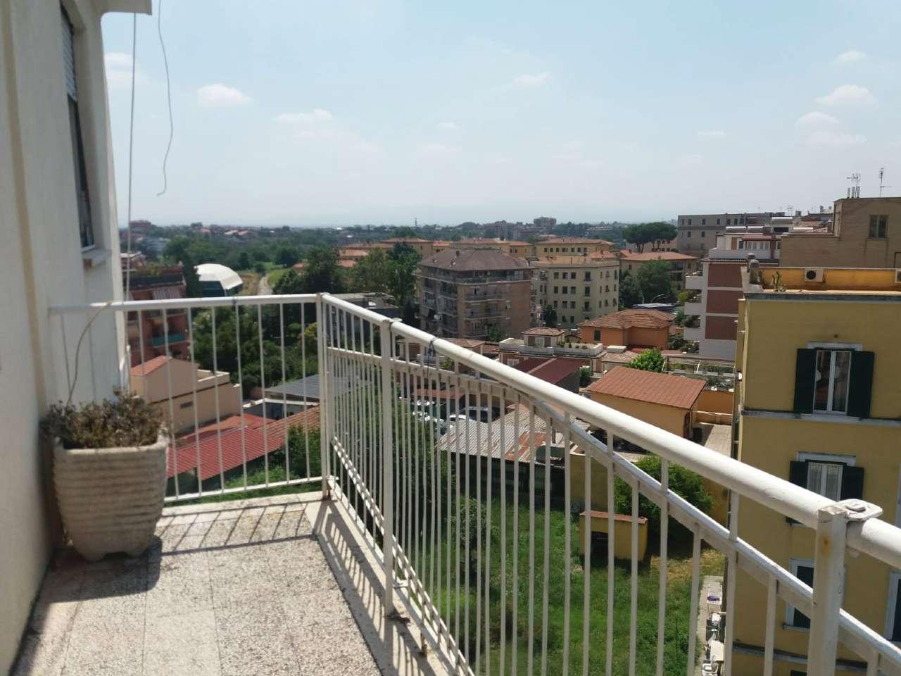 Appartamento in vendita 3 vani 90 mq.  via guadagnolo Roma
