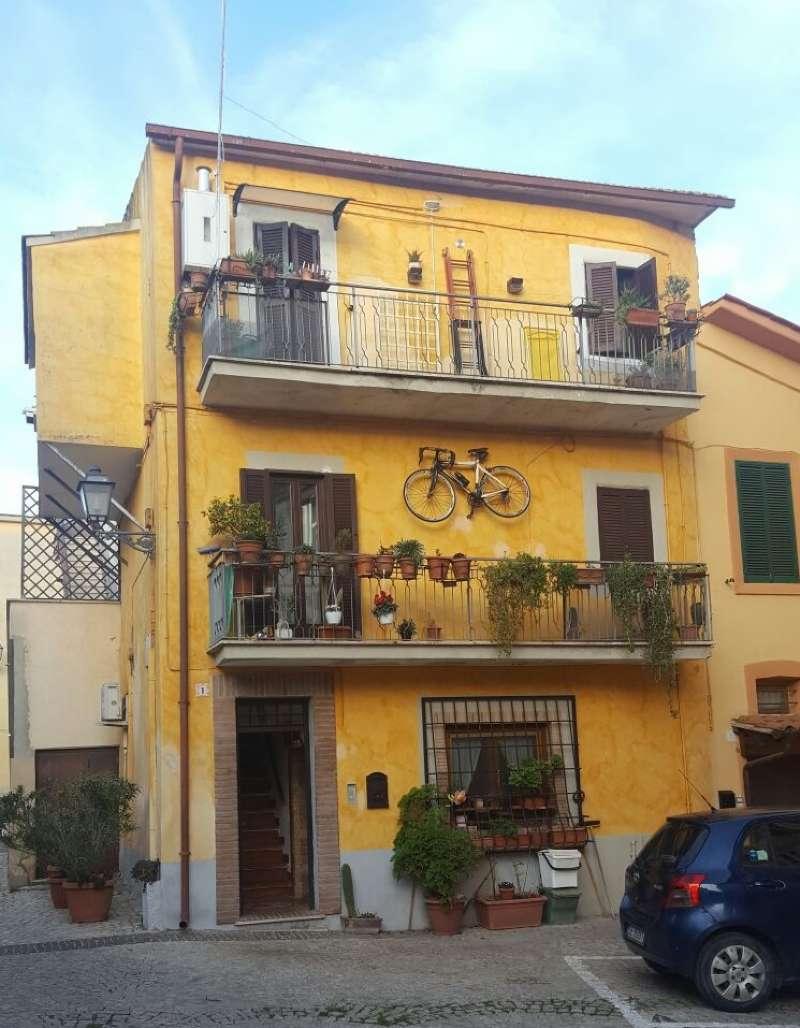 Palazzo / Stabile in vendita a Fiano Romano, 3 locali, prezzo € 150.000 | CambioCasa.it