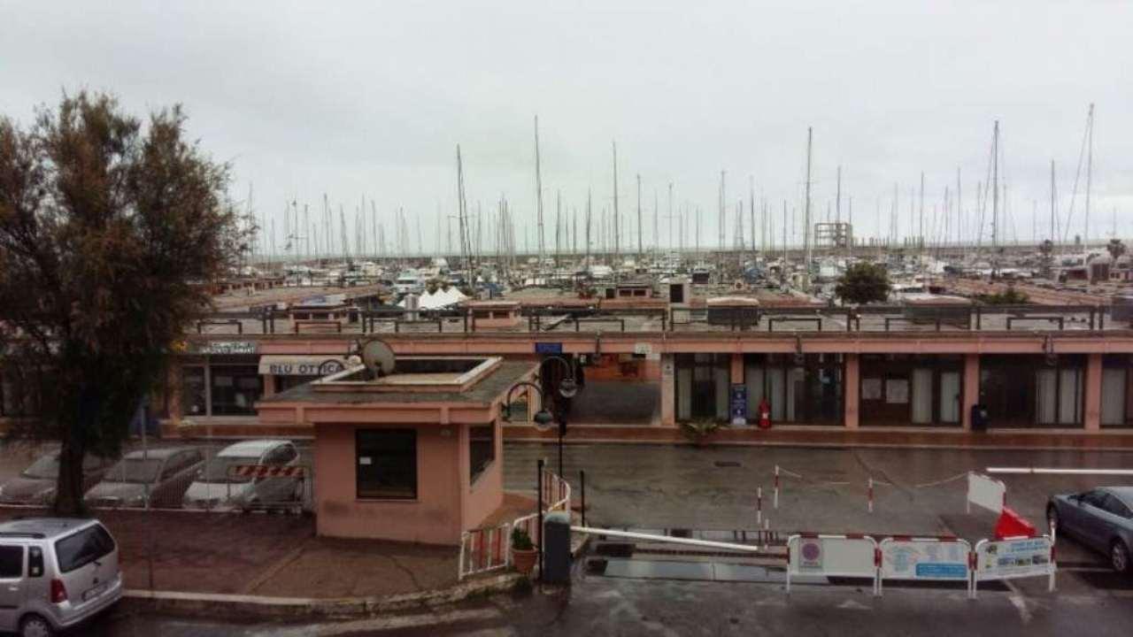 Negozio / Locale in vendita a Nettuno, 2 locali, prezzo € 160.000 | CambioCasa.it