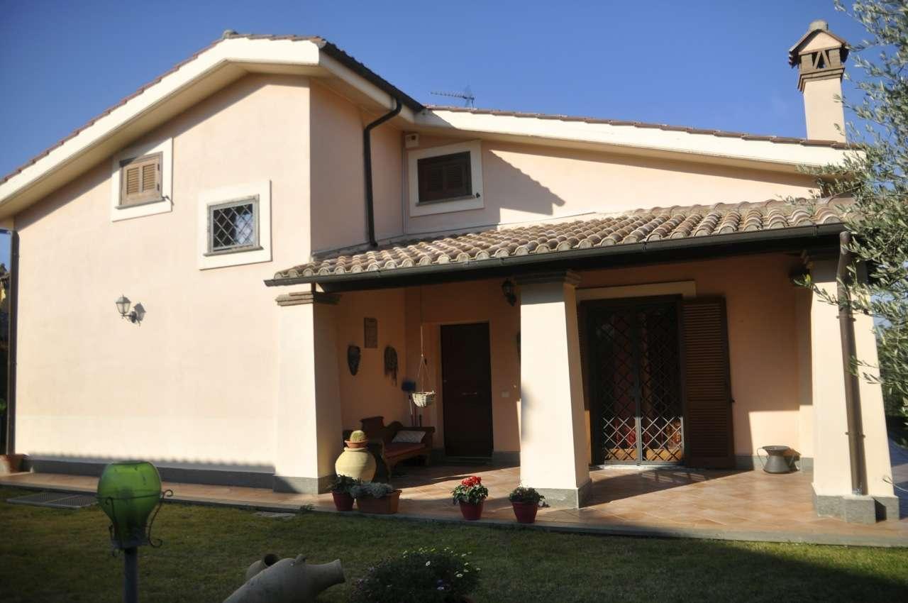 Soluzione Indipendente in vendita a Trevignano Romano, 6 locali, prezzo € 370.000 | CambioCasa.it
