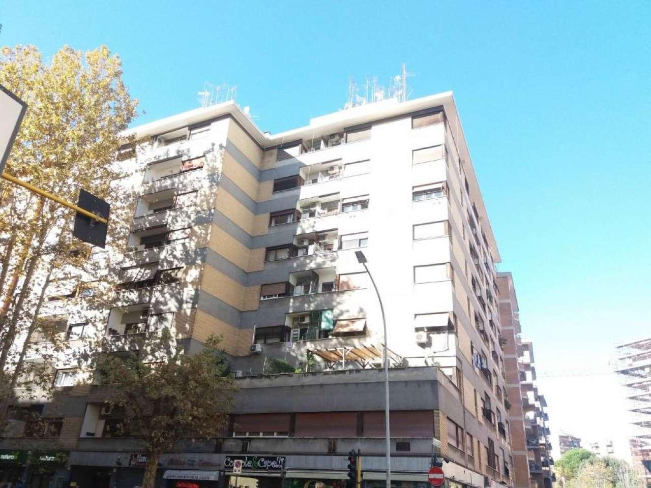 Appartamento in vendita 2 vani 58 mq.  via Oderisi da Gubbio Roma