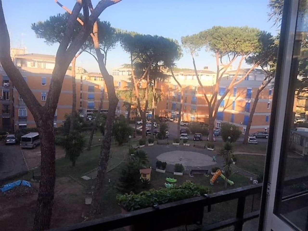 Appartamento in vendita 4 vani 125 mq.  via di Grottarossa Roma