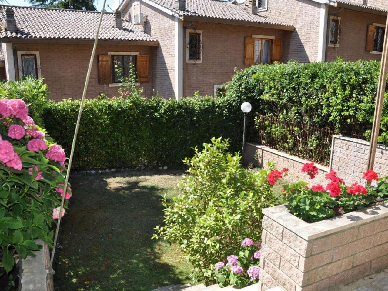 Villa a Schiera in vendita 5 vani 240 mq.  via Cassia Roma