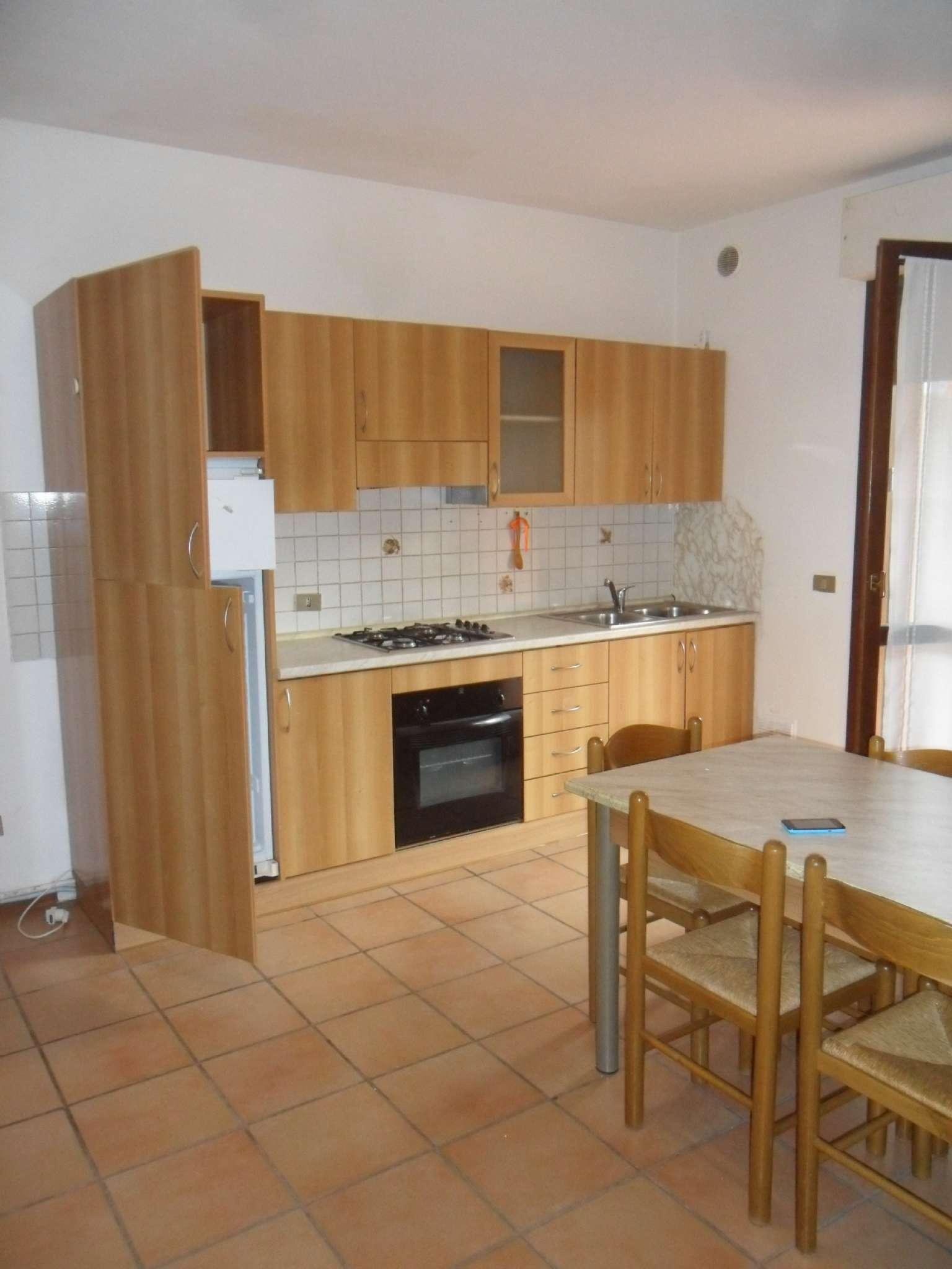 Appartamento in affitto a Sirmione, 2 locali, prezzo € 450 | Cambio Casa.it