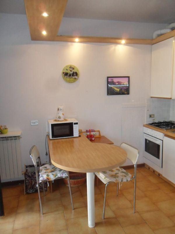 Appartamento in affitto a Desenzano del Garda, 2 locali, prezzo € 350 | Cambio Casa.it