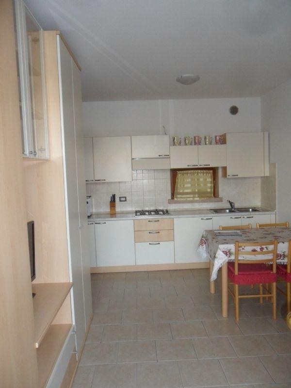 Appartamento in affitto a Desenzano del Garda, 2 locali, prezzo € 1.250 | Cambio Casa.it