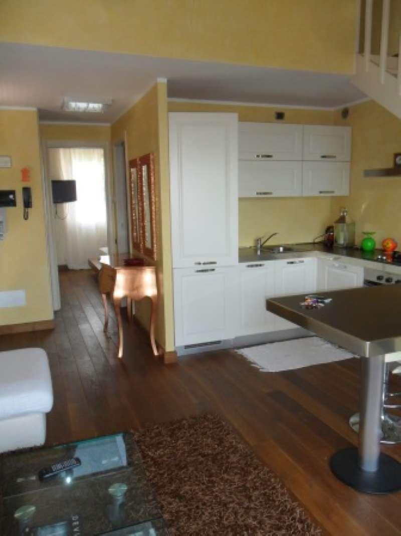 Appartamento in affitto a Padenghe sul Garda, 3 locali, prezzo € 8.500 | Cambio Casa.it