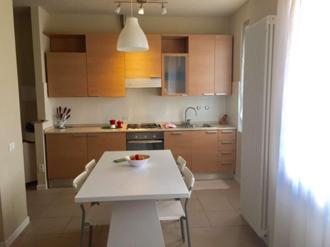 Appartamento in affitto a Padenghe sul Garda, 3 locali, prezzo € 1.500 | Cambio Casa.it