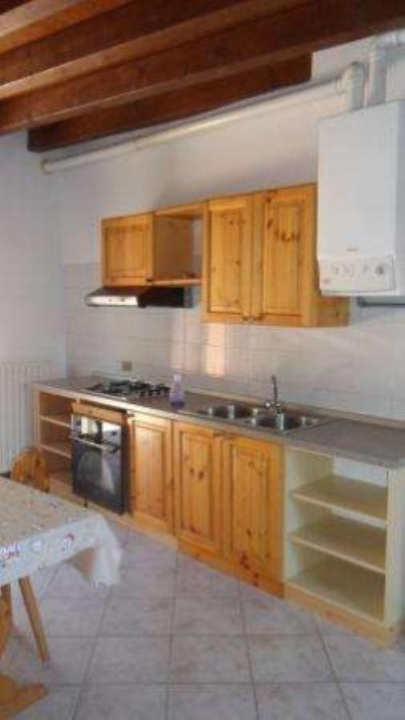 Appartamento in affitto a Padenghe sul Garda, 2 locali, prezzo € 430   CambioCasa.it