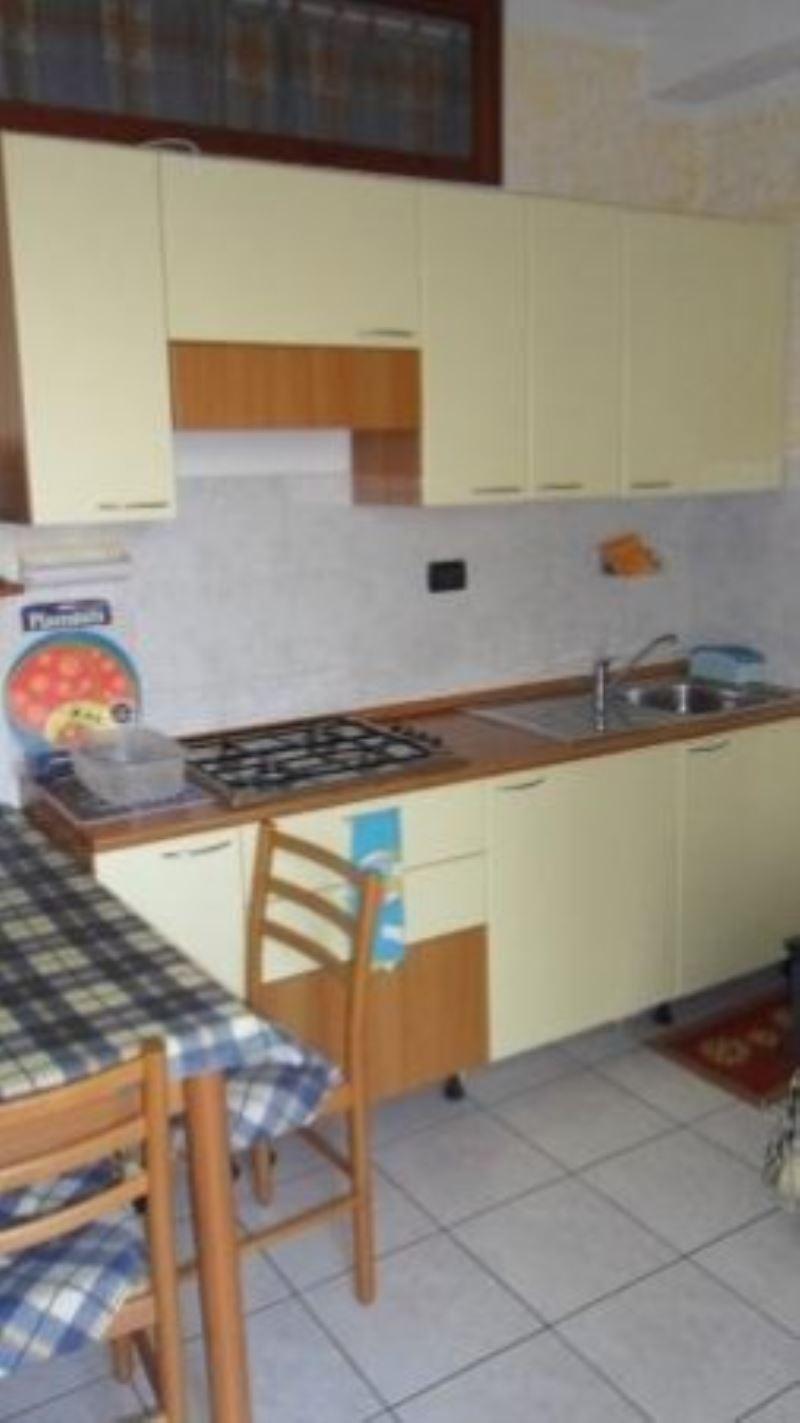 Appartamento in affitto a Sirmione, 2 locali, prezzo € 380 | Cambio Casa.it
