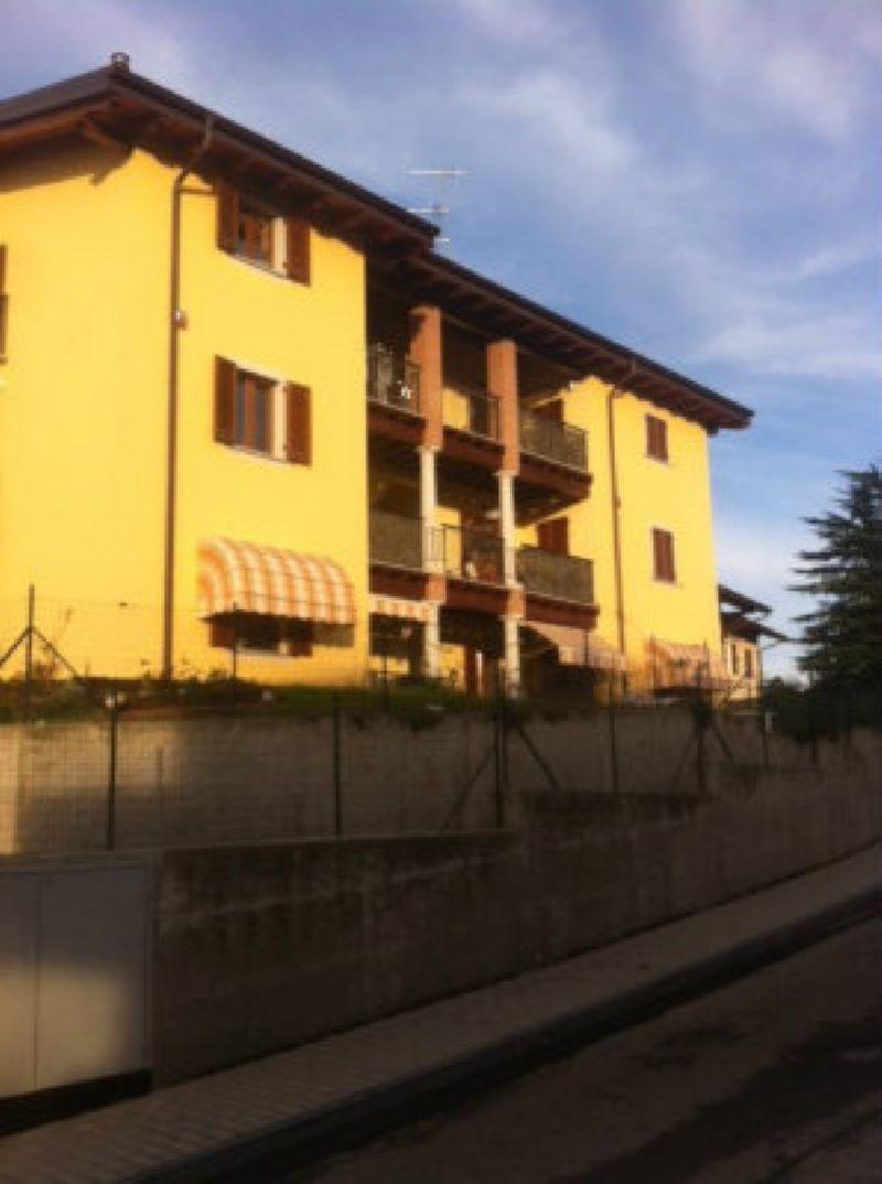 Appartamento in vendita a Cantello, 3 locali, prezzo € 165.000 | Cambio Casa.it