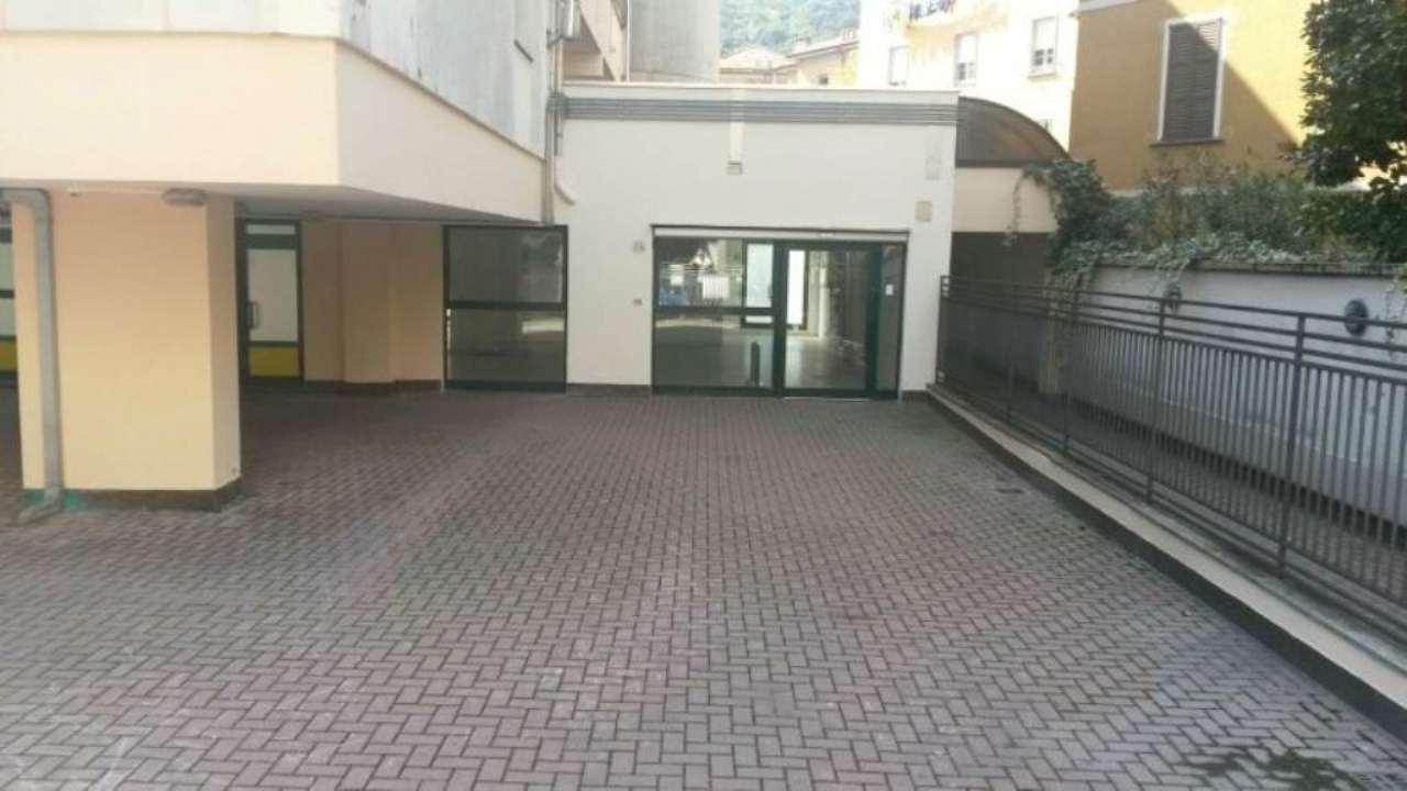 Negozio / Locale in affitto a Como, 4 locali, zona Zona: 1 . Centro - Centro Storico, prezzo € 1.500 | CambioCasa.it