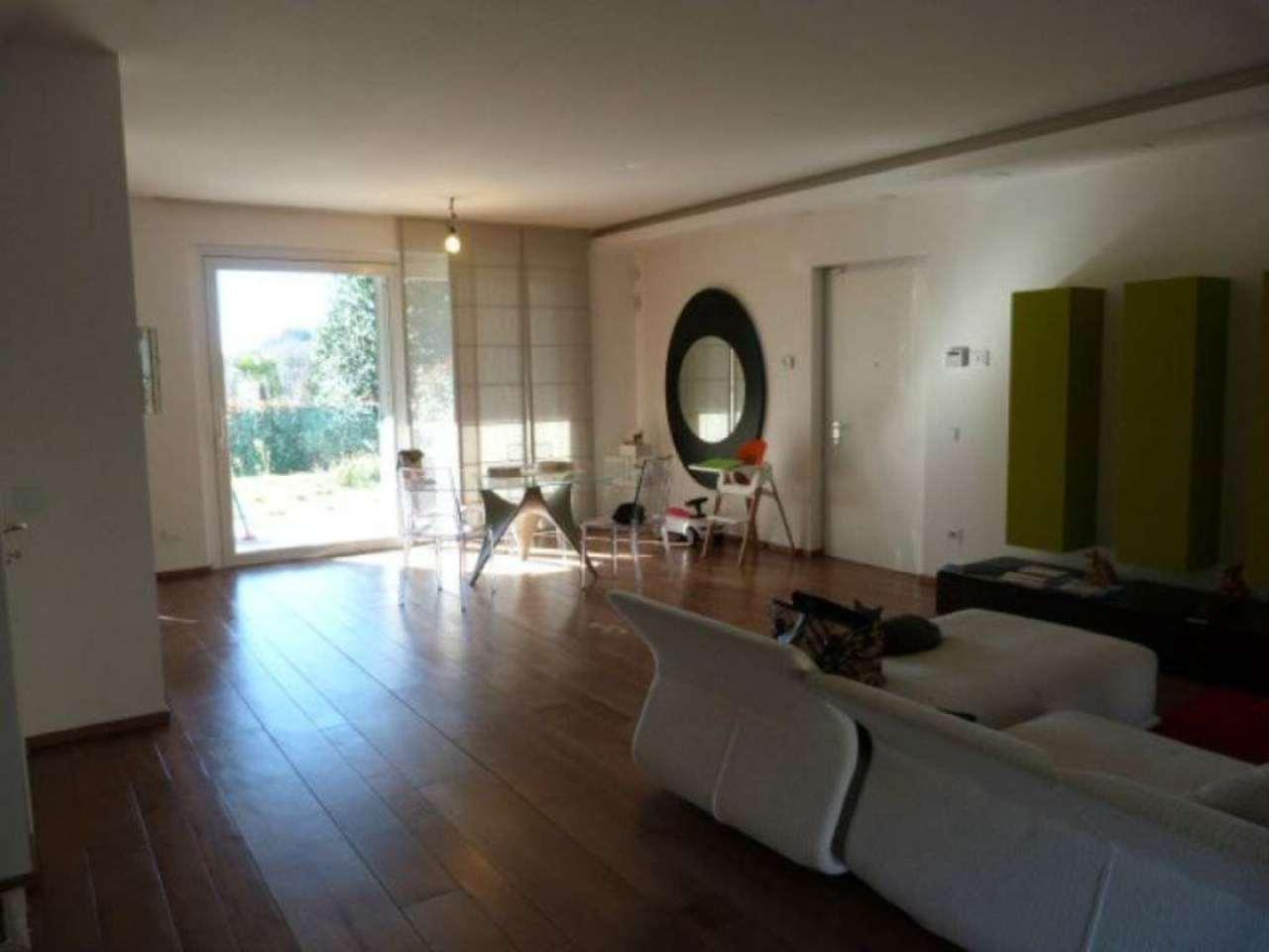 Villa in vendita a Montano Lucino, 5 locali, prezzo € 495.000 | Cambio Casa.it