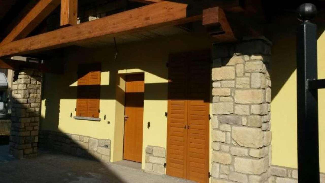 Villa in vendita a Appiano Gentile, 7 locali, prezzo € 395.000 | Cambio Casa.it