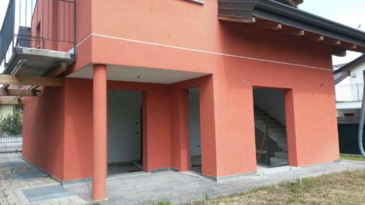 Villa in vendita a Montano Lucino, 6 locali, prezzo € 389.000 | Cambio Casa.it