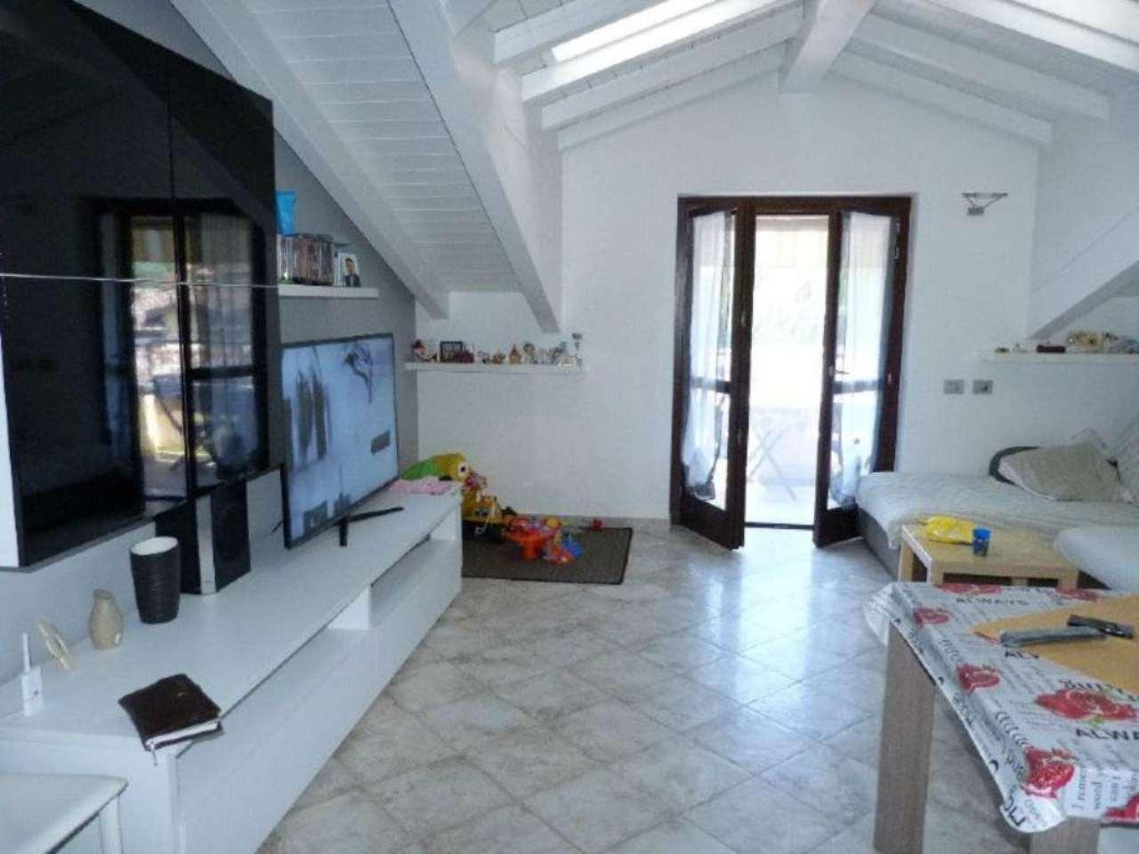 Appartamento in vendita a Villa Guardia, 3 locali, prezzo € 190.000 | Cambio Casa.it