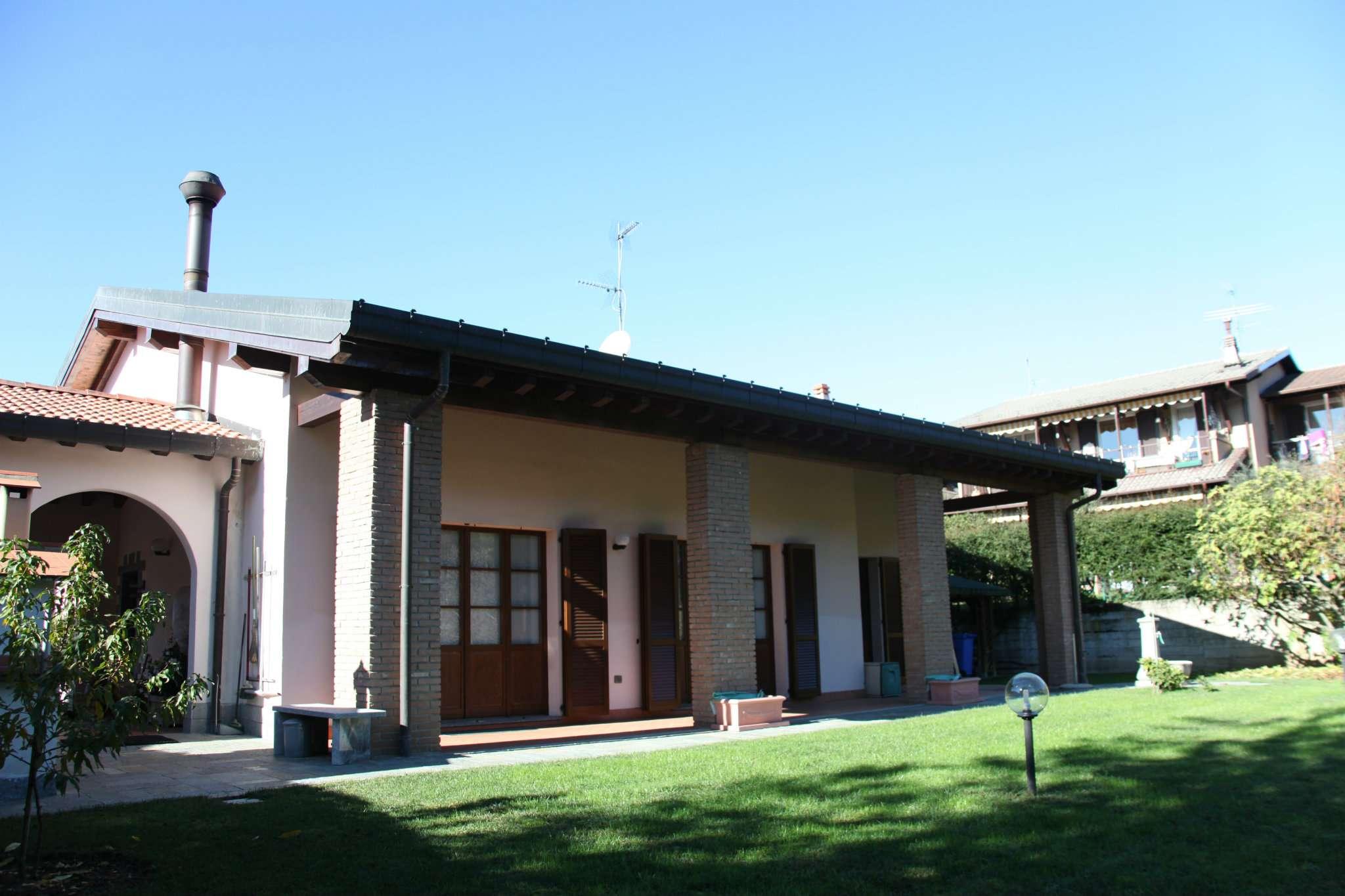 Villa in Vendita a Albavilla