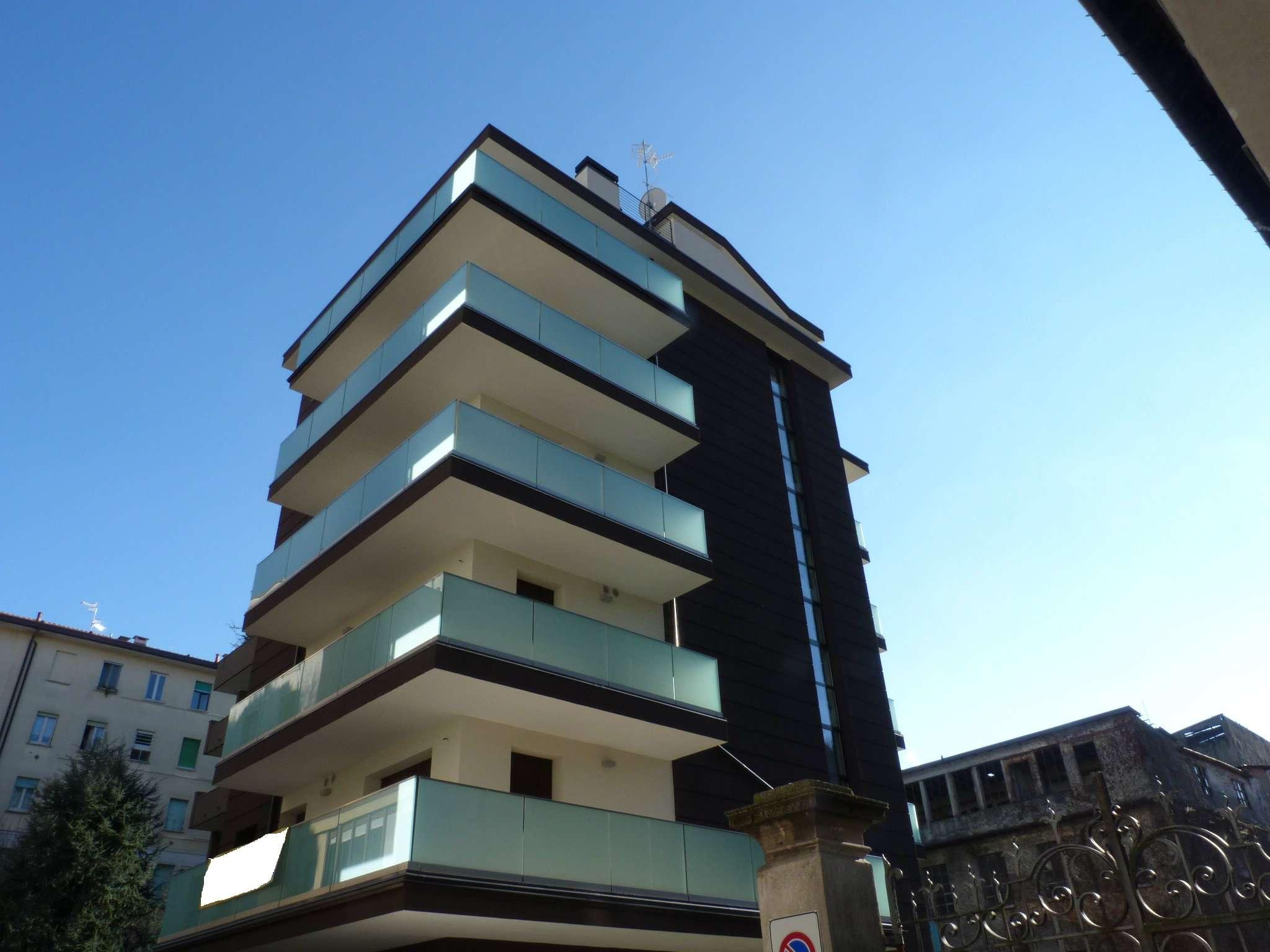 Appartamento in vendita a Como, 3 locali, zona Zona: 1 . Centro - Centro Storico, prezzo € 370.000 | Cambio Casa.it