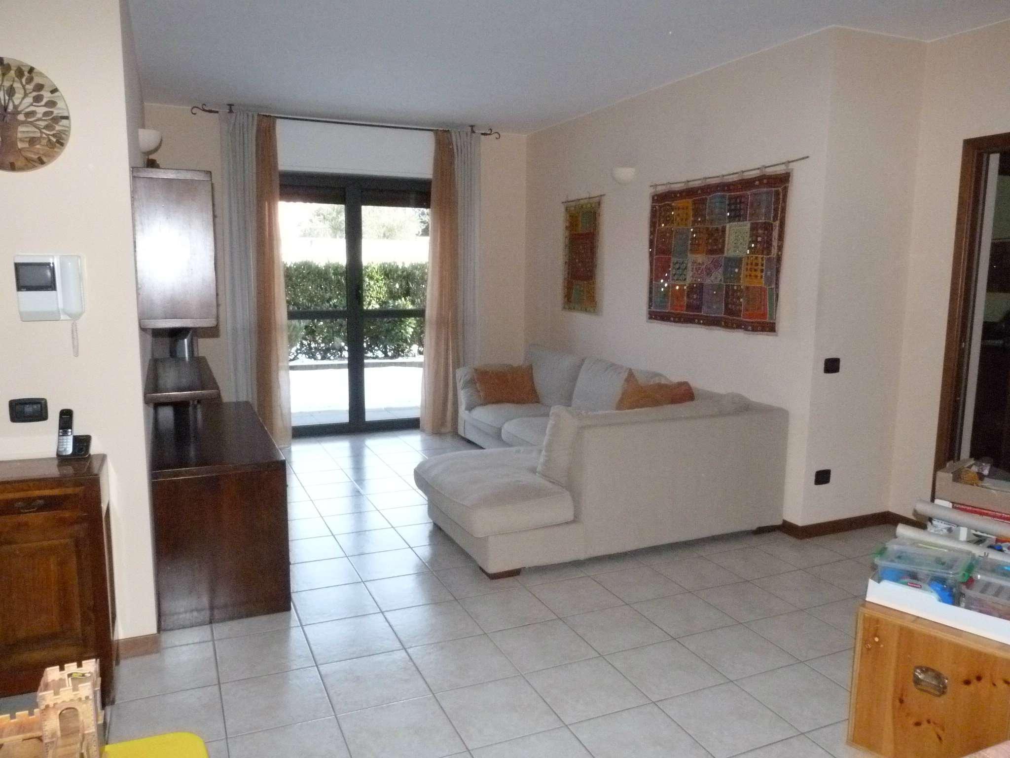 Appartamento in vendita a Lurate Caccivio, 5 locali, prezzo € 222.000 | Cambio Casa.it