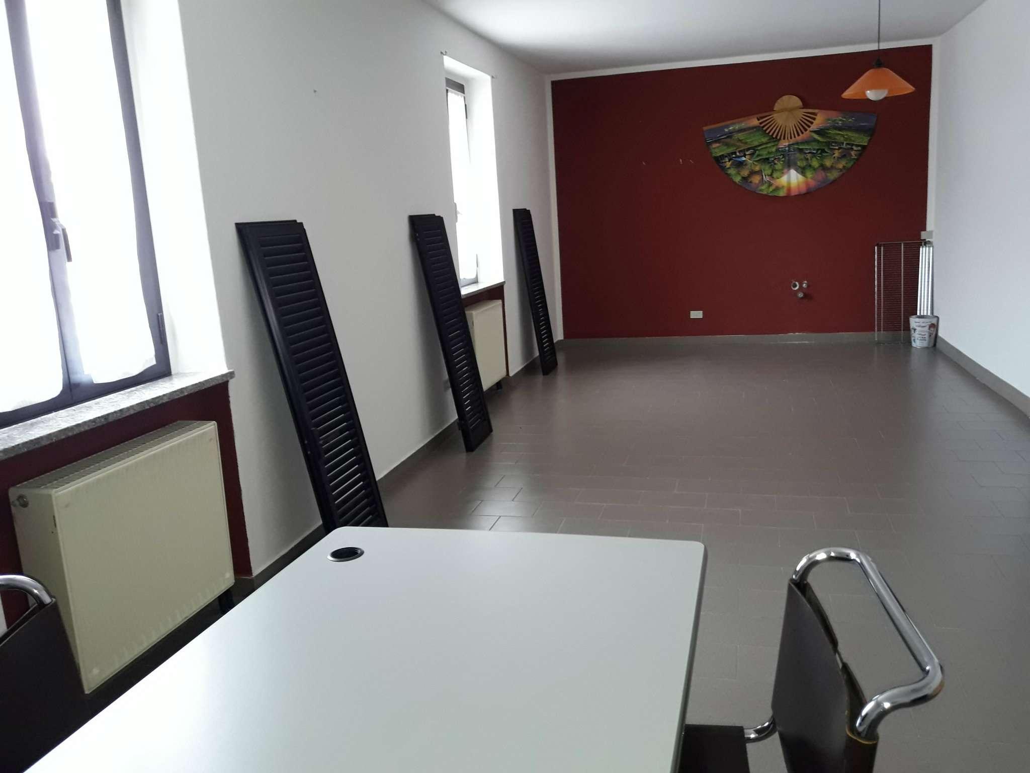 Ufficio / Studio in affitto a Lurate Caccivio, 3 locali, prezzo € 550 | CambioCasa.it