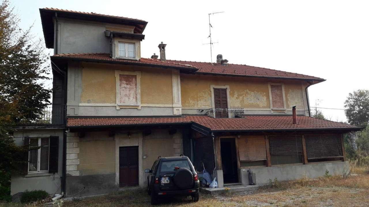 Villa in vendita a Villa Guardia, 6 locali, prezzo € 170.000 | CambioCasa.it