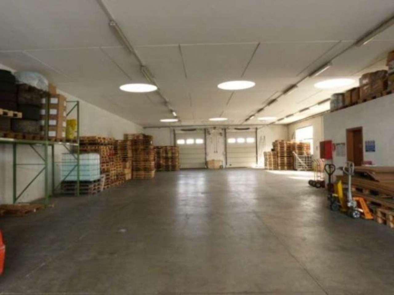 Capannone in affitto a Olgiate Comasco, 3 locali, prezzo € 1.500 | Cambio Casa.it