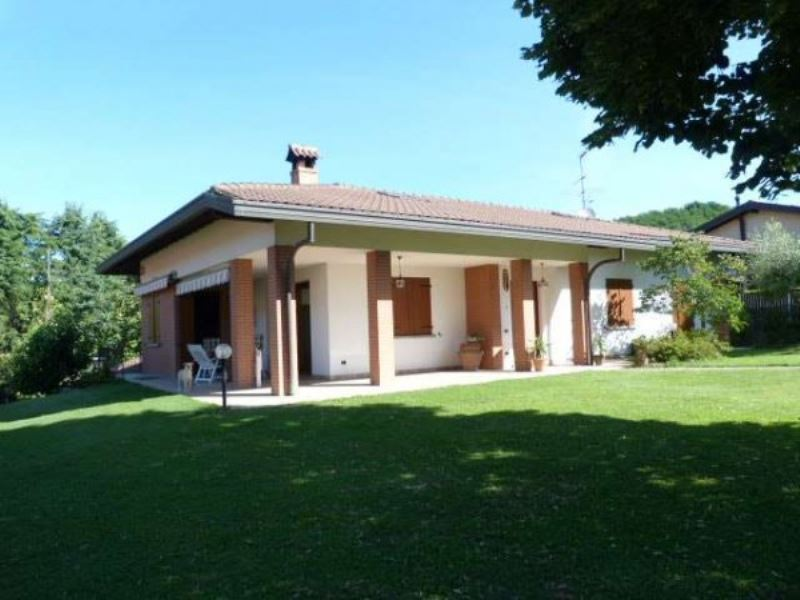 Villa in vendita a Montano Lucino, 7 locali, prezzo € 750.000 | Cambio Casa.it