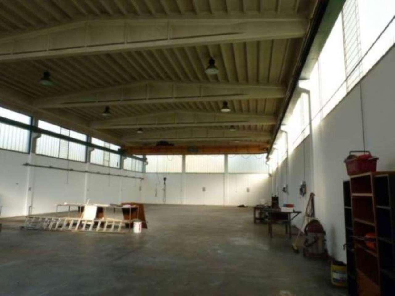 Capannone in affitto a Villa Guardia, 4 locali, prezzo € 2.900 | Cambio Casa.it
