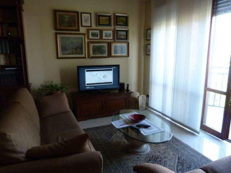 Appartamento in vendita a Villa Guardia, 6 locali, prezzo € 220.000 | Cambio Casa.it