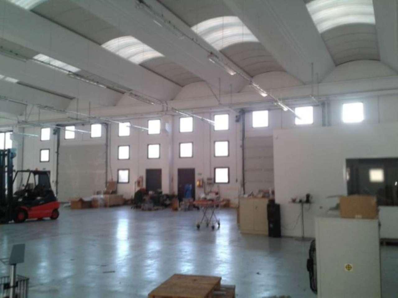 Capannone in affitto a Olgiate Comasco, 6 locali, prezzo € 110.000 | Cambio Casa.it