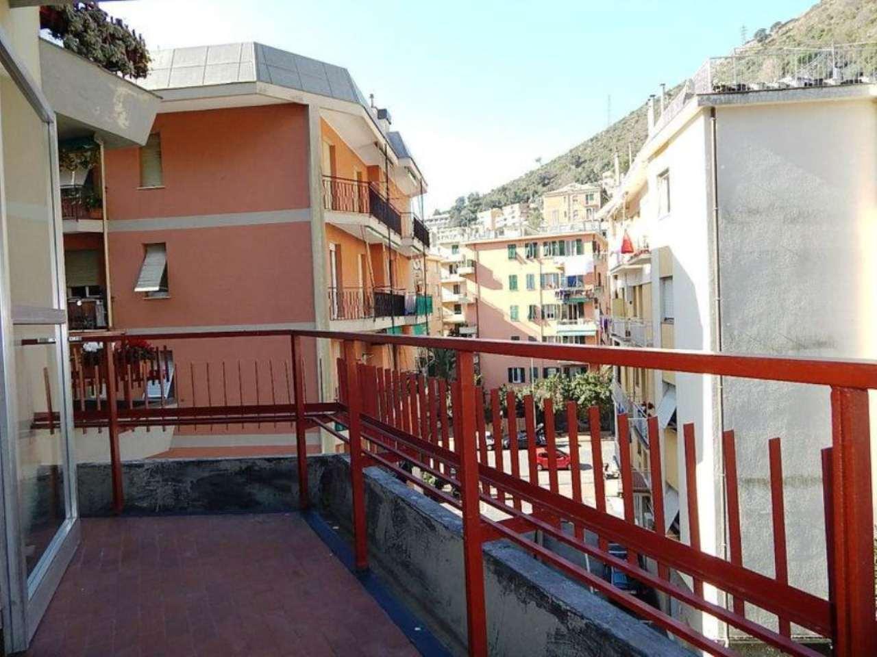 Bilocale Genova Via Del Commercio 10