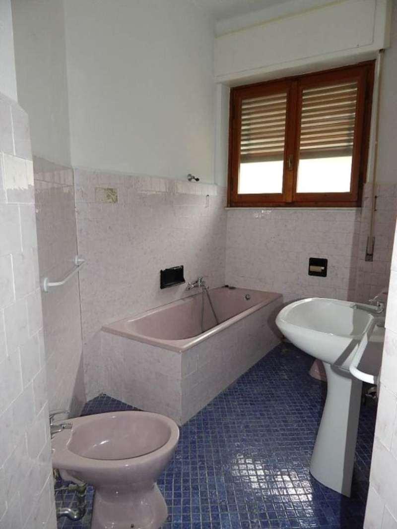 Bilocale Genova Via Del Commercio 9