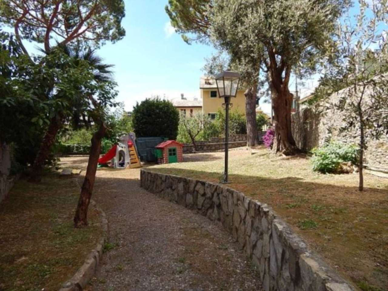 Bilocale Genova Via Montani 9