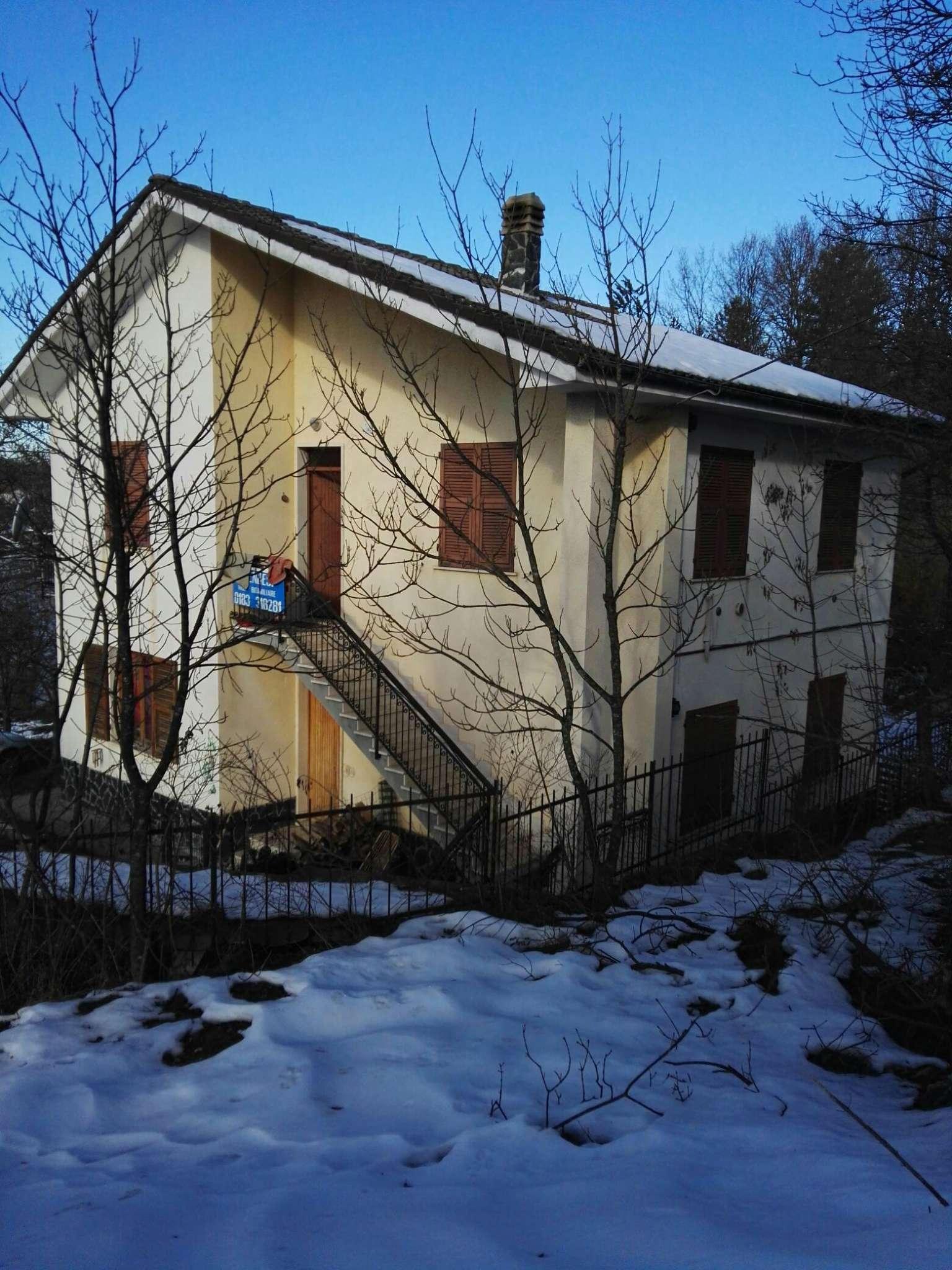 Villa Bifamiliare in vendita a Sassello, 12 locali, prezzo € 119.000 | Cambio Casa.it