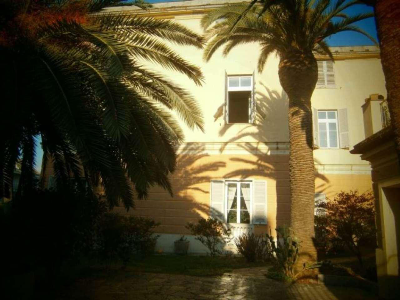 Appartamento in Vendita a Genova Semicentro Est: 5 locali, 310 mq