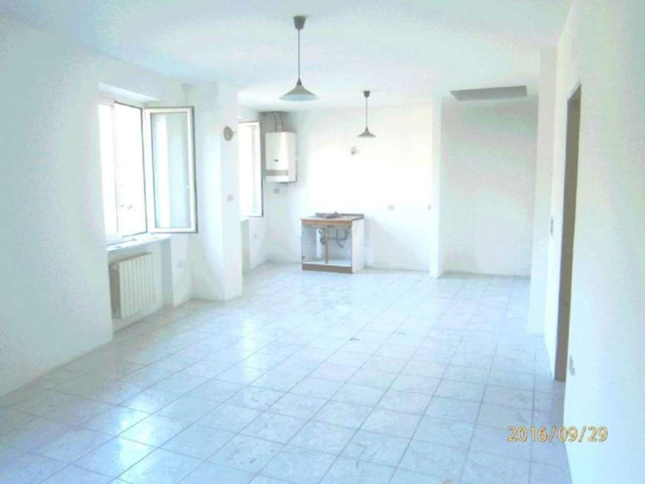 Appartamento in vendita a Mignanego, 5 locali, prezzo € 58.000   CambioCasa.it